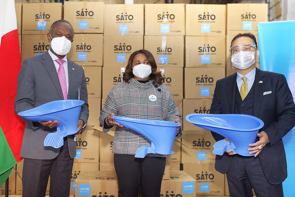 Don de 8000 latrines améliorées SATO de la société japonaise LIXIL